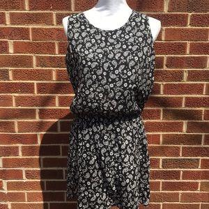 Dresses & Skirts - Sleeveless sundress